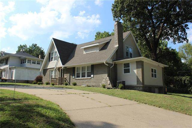 1876 E 76th Terrace, Kansas City, MO 64132 (#2342222) :: Tradition Home Group | Compass Realty Group