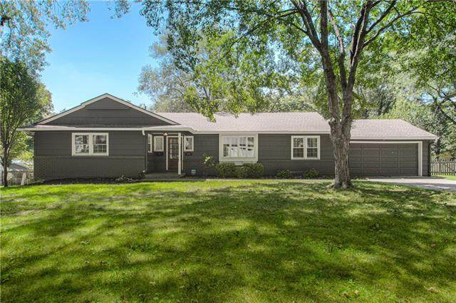 8024 Juniper Drive, Prairie Village, KS 66208 (#2342275) :: Tradition Home Group   Compass Realty Group