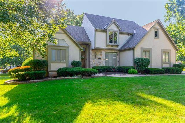 5008 W 112th Terrace, Leawood, KS 66211 (#2342310) :: Eric Craig Real Estate Team