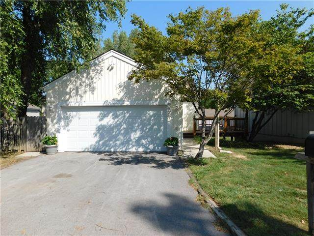 5222 NW 82nd Terrace, Kansas City, MO 64151 (#2342515) :: Team Real Estate