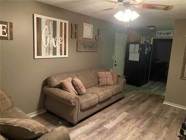 209 N Gilbert Street, Independence, MO 64056 (#2342529) :: Austin Home Team