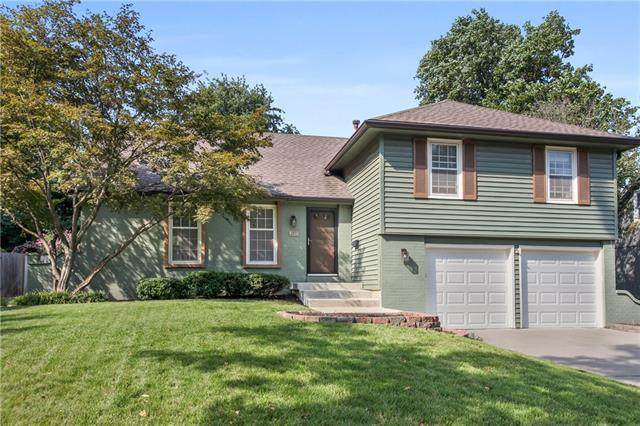 9120 W 91st Terrace, Overland Park, KS 66212 (#2342534) :: Eric Craig Real Estate Team