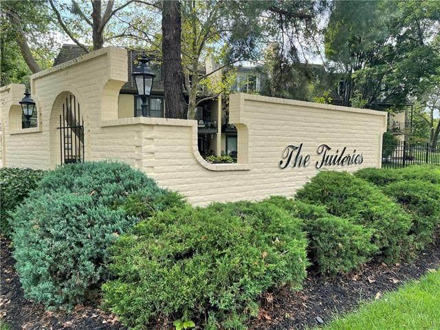 10734 Glenwood Street A, Overland Park, KS 66211 (#2342619) :: The Kedish Group at Keller Williams Realty