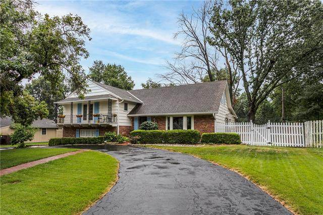 8116 Juniper Drive, Prairie Village, KS 66208 (#2342778) :: Tradition Home Group   Compass Realty Group