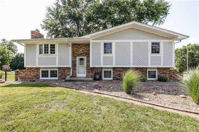 15877 154th Street, Bonner Springs, KS 66012 (#2342787) :: Eric Craig Real Estate Team