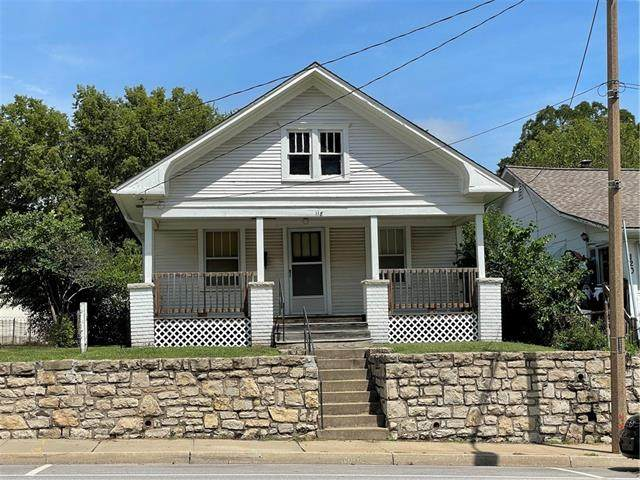 118 E Walnut Street, Independence, MO 64050 (MLS #2343221) :: Stone & Story Real Estate Group
