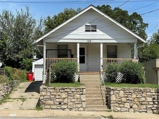 128 E Walnut Street, Independence, MO 64050 (MLS #2343228) :: Stone & Story Real Estate Group