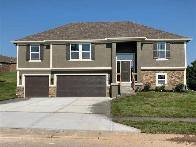 906 NW Hickorywood Drive, Grain Valley, MO 64029 (#2343291) :: Tradition Home Group | Compass Realty Group