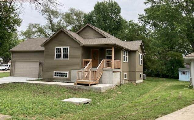 104 W 4th Street W, Peculiar, MO 64078 (MLS #2343388) :: Stone & Story Real Estate Group