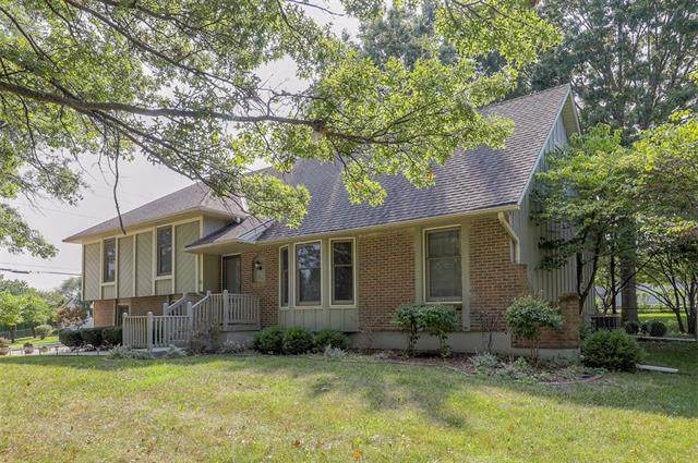 512 S Park Drive, Raymore, MO 64083 (#2343453) :: Tradition Home Group | Compass Realty Group