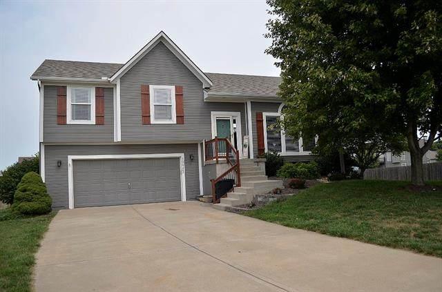 19983 Falcon Ridge Drive, Spring Hill, KS 66083 (#2343518) :: Ron Henderson & Associates