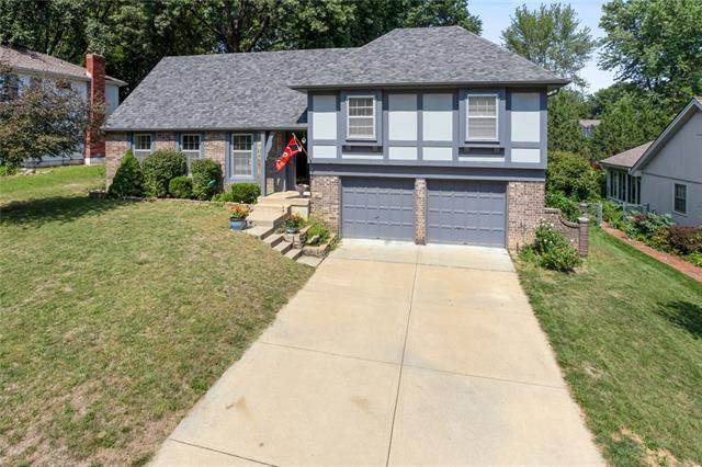 10806 W 101st Terrace, Overland Park, KS 66214 (#2343523) :: Dani Beyer Real Estate