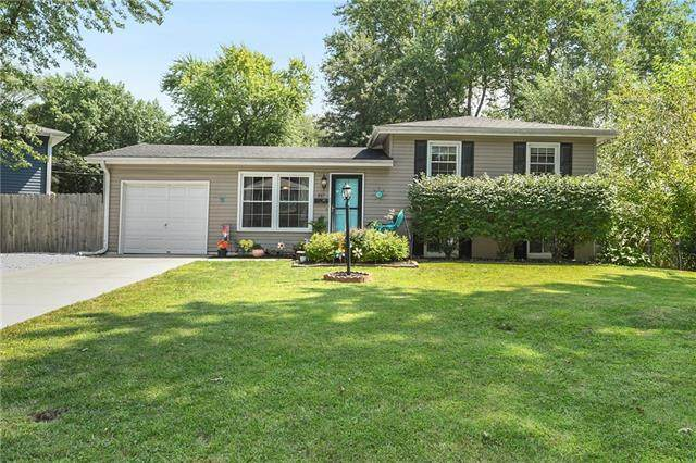 517 NW Frances Drive, Lee's Summit, MO 64063 (#2344195) :: Dani Beyer Real Estate