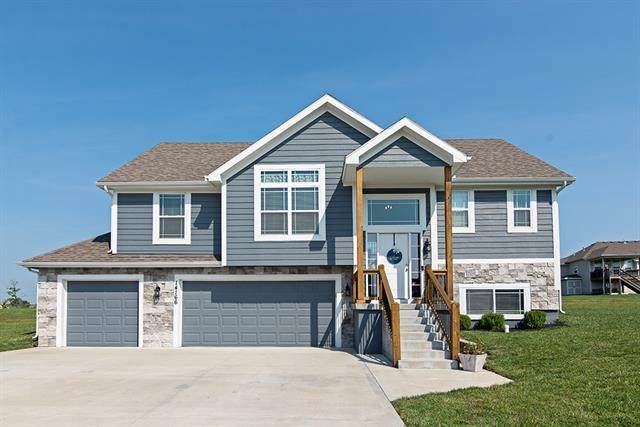 14166 Rockaway Court, Basehor, KS 66007 (#2344249) :: Dani Beyer Real Estate