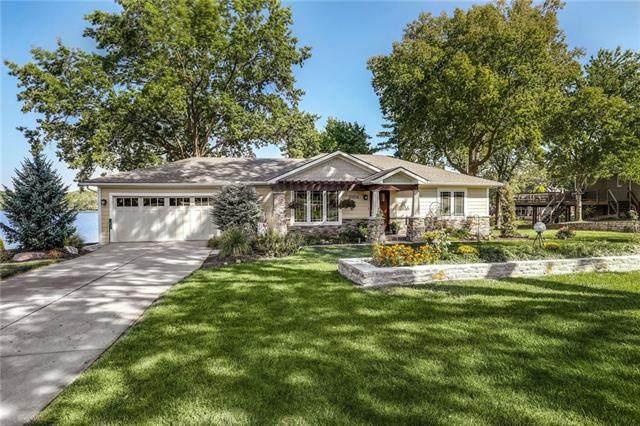 10204 NW 73rd Terrace, Weatherby Lake, MO 64152 (#2344279) :: Ron Henderson & Associates