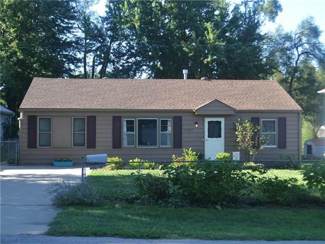11321 W 67th Terrace, Shawnee, KS 66203 (#2344303) :: The Kedish Group at Keller Williams Realty