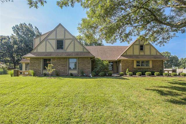 12005 W 150th Circle, Olathe, KS 66062 (#2344311) :: Tradition Home Group | Compass Realty Group