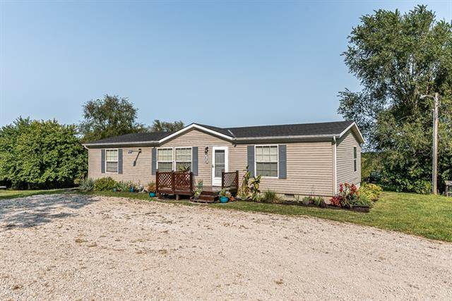 6872 Wild Horse Road, Mclouth, KS 66054 (#2344432) :: Tradition Home Group | Compass Realty Group
