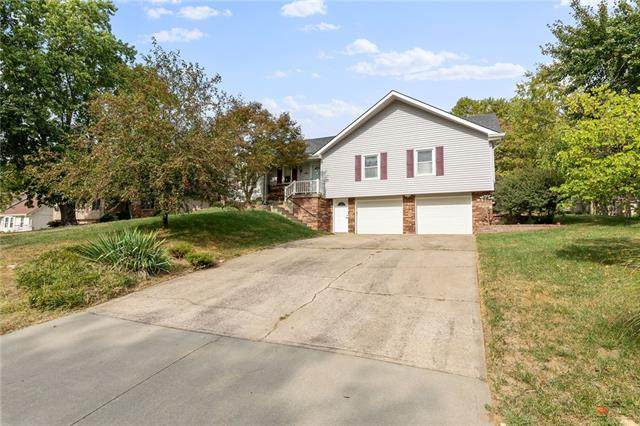 9208 NW 76th Terrace, Weatherby Lake, MO 64152 (#2344485) :: Ask Cathy Marketing Group, LLC