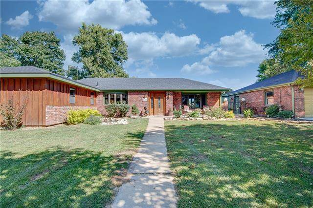 3707 SW Christie Lane, St Joseph, MO 64504 (#2344525) :: Eric Craig Real Estate Team