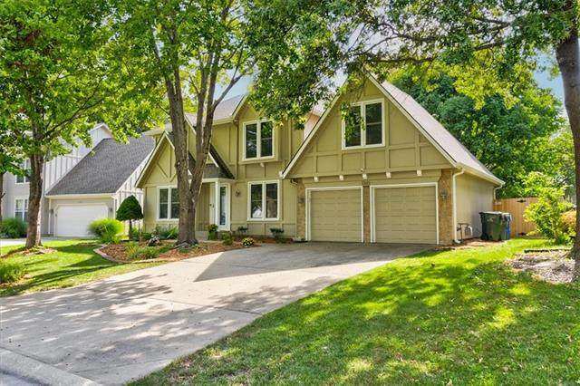 1365 E 154th Terrace, Olathe, KS 66062 (#2344553) :: Tradition Home Group | Compass Realty Group