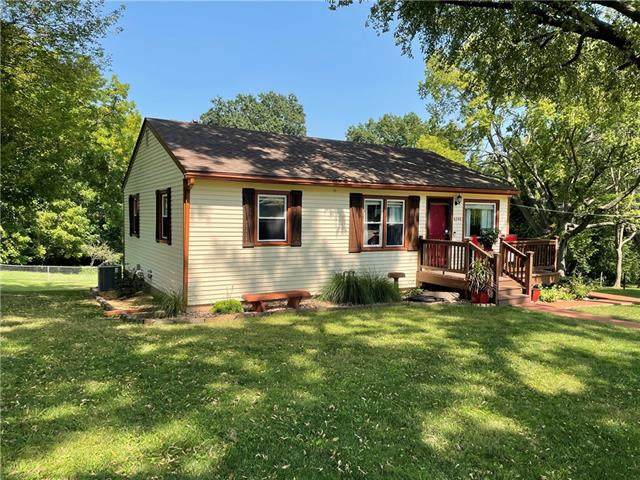 6240 Edith Avenue, Kansas City, KS 66104 (#2344609) :: Tradition Home Group | Compass Realty Group