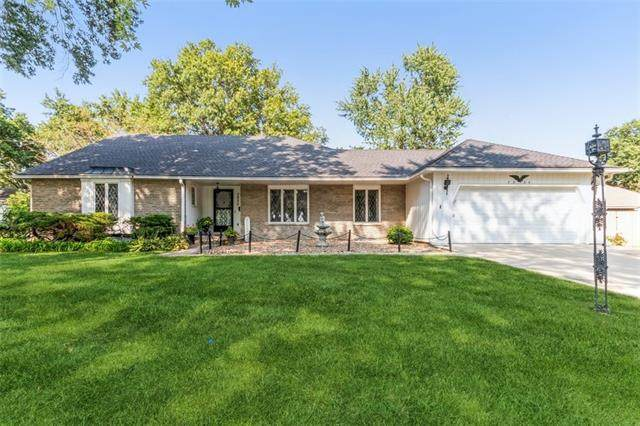7550 W 99th Terrace, Overland Park, KS 66212 (#2344624) :: Tradition Home Group | Compass Realty Group
