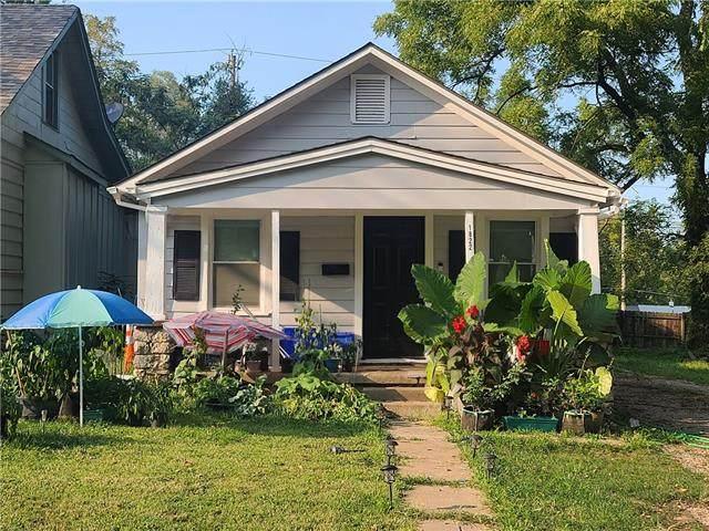 1822 E 81ST Terrace, Kansas City, MO 64132 (#2344644) :: Ron Henderson & Associates