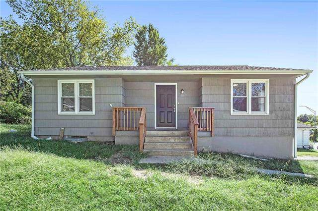 2915 S Sterling Avenue, Independence, MO 64052 (#2344703) :: Dani Beyer Real Estate