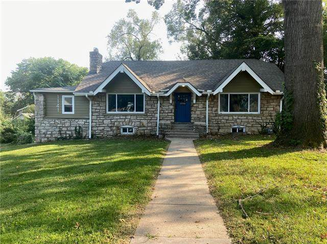 1141 E 75th Terrace, Kansas City, MO 64131 (#2344802) :: Tradition Home Group | Compass Realty Group