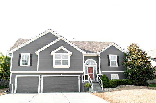 10744 N Laurel Avenue, Kansas City, MO 64157 (#2344835) :: Ron Henderson & Associates