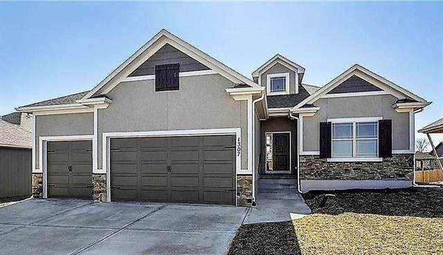 1717 SW 27th Street, Lee's Summit, MO 64082 (#2344929) :: The Shannon Lyon Group - ReeceNichols