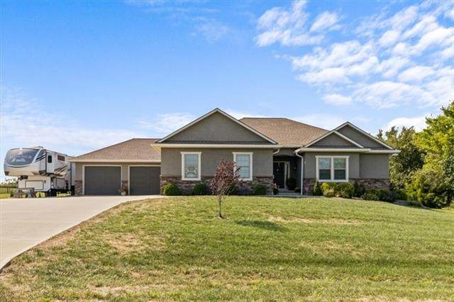 22706 Shadow Ridge Drive, Peculiar, MO 64078 (#2344966) :: Tradition Home Group   Compass Realty Group