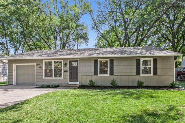 8743 Larsen Street, Overland Park, KS 66214 (#2344971) :: Eric Craig Real Estate Team