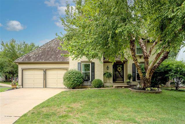 12108 Horton Street, Overland Park, KS 66209 (#2345052) :: Tradition Home Group | Compass Realty Group