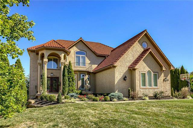 14505 Farley Street, Overland Park, KS 66221 (#2345058) :: Tradition Home Group | Compass Realty Group