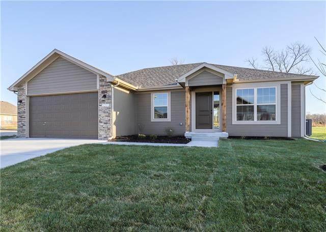 900 SW Chickadee Drive, Oak Grove, MO 64075 (#2345106) :: Dani Beyer Real Estate