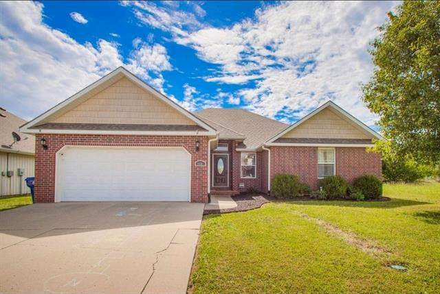 10301 Lucca Lane, Peculiar, MO 64078 (#2345217) :: Tradition Home Group   Compass Realty Group