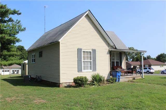 2711 Walnut Street, Higginsville, MO 64037 (#2345231) :: Eric Craig Real Estate Team