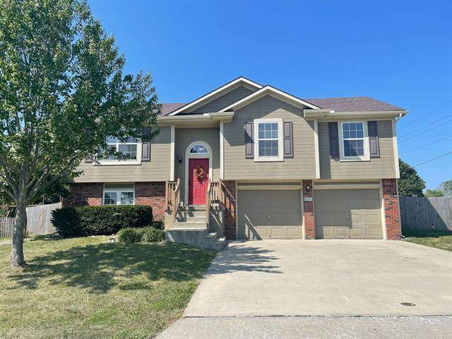 421 Golfview Drive, Pleasant Hill, MO 64080 (#2345263) :: Team Real Estate