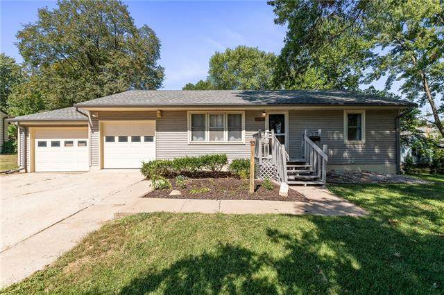 1208 NE 67th Terrace, Kansas City, MO 64118 (#2345456) :: The Shannon Lyon Group - ReeceNichols