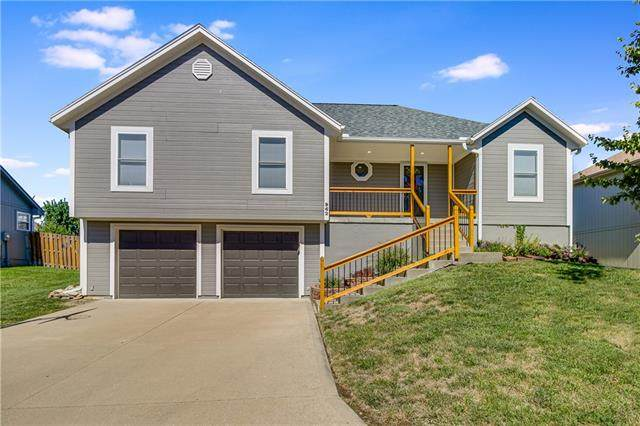 962 NW Maplewood Court, Grain Valley, MO 64029 (#2345461) :: Tradition Home Group | Compass Realty Group