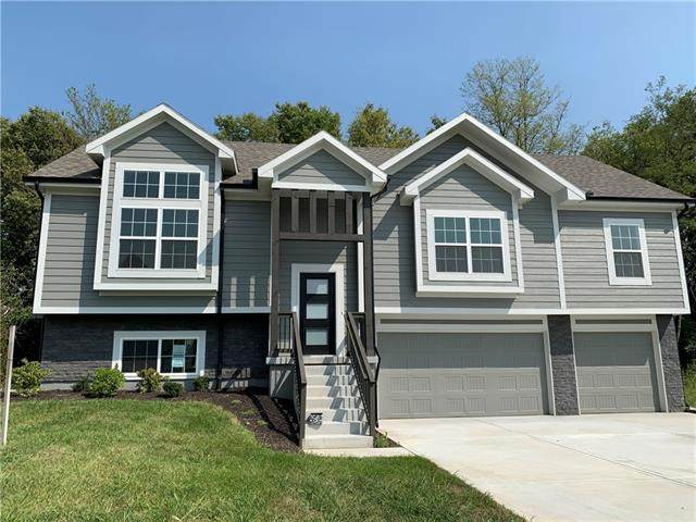 3904 SE Adams Drive W, Blue Springs, MO 64014 (#2345628) :: Tradition Home Group | Compass Realty Group