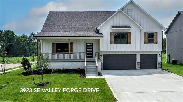 3923 SE Valley Forge Drive, Blue Springs, MO 64014 (#2345631) :: Tradition Home Group | Compass Realty Group