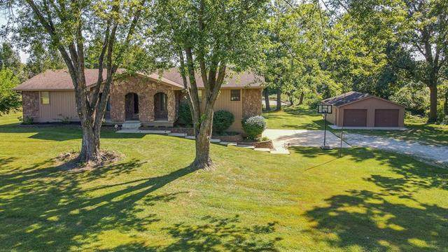 16003 Cordell Road, Kearney, MO 64060 (#2345654) :: The Rucker Group