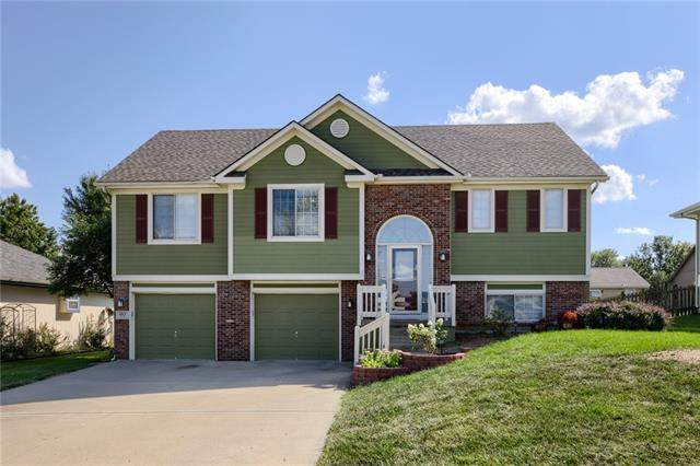 1015 Camelot Drive, Raymore, MO 64083 (#2345738) :: Team Real Estate