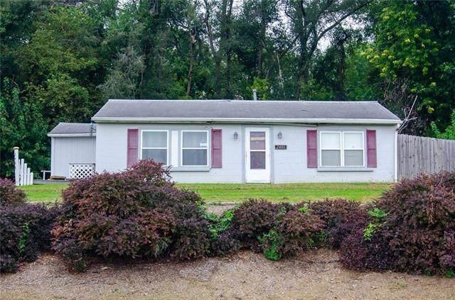 2406 N 3rd Street, St Joseph, MO 64505 (MLS #2345800) :: Stone & Story Real Estate Group