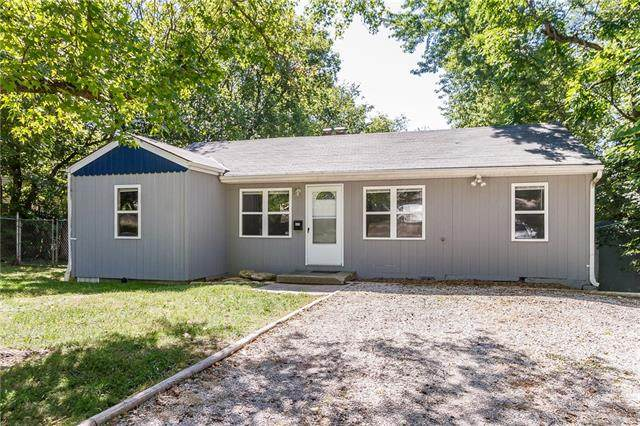 403 E 92nd Terrace, Kansas City, MO 64131 (#2345841) :: Dani Beyer Real Estate