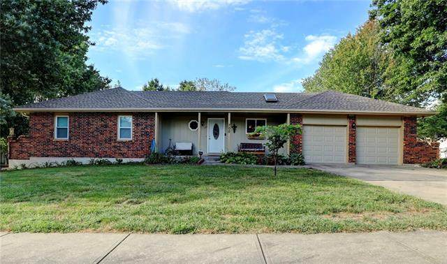700 Lark Street, Raymore, MO 64083 (#2345961) :: Tradition Home Group | Compass Realty Group