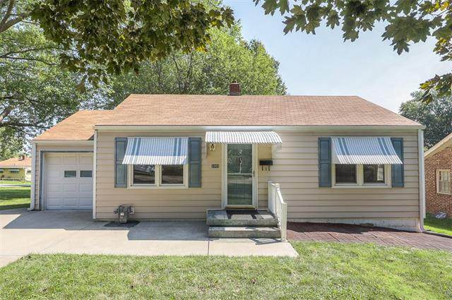 3303 S Ash Avenue, Independence, MO 64052 (#2346034) :: The Rucker Group